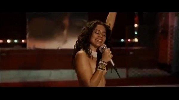 Nude Singer